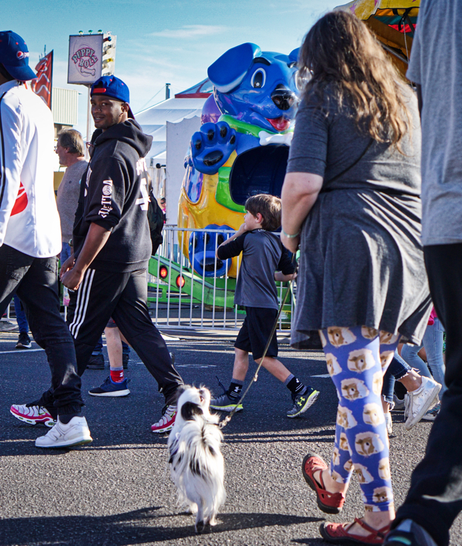 Veronica and Hestia walk through the crowds.